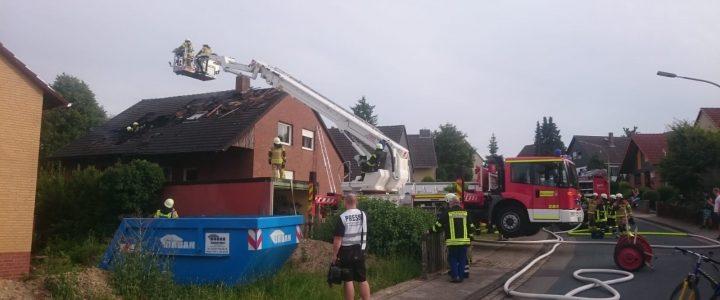 Einsatz 10/2019 (04.07.2019) Feuer2: Dachstuhlbrand in Esbeck, Lindenweg